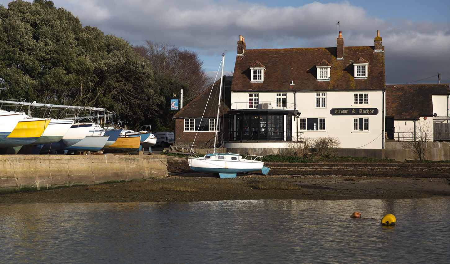 Crown Anchor Youngs Pub Dining In Chichester Sussex